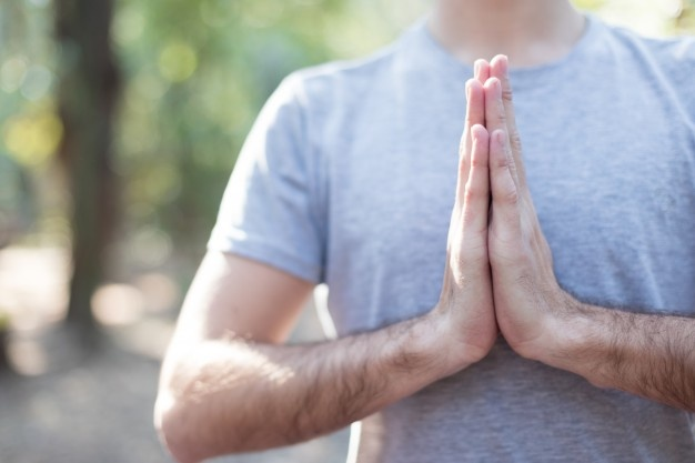 Chico Meditando Pose Oracion 23 2147562528