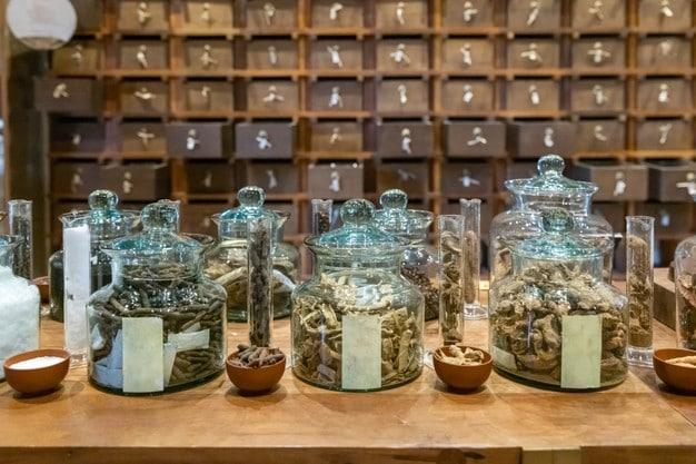 tienda farmacia tradicional china armario farmacia hierbas antiguas cajones madera segundo plano 176124 727